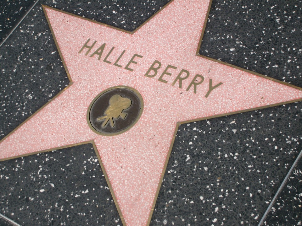If you wish to meet celebrities in Beverly Hills, all you need to do is visit their favorite places.