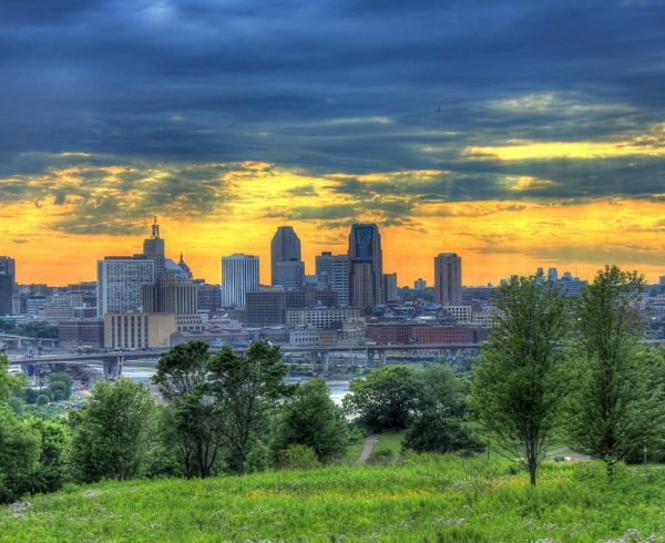 Moving to St. Paul from Beverly Hills can be made easy if you know these few things.