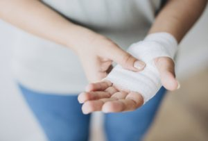 Hand injuries are the most common injuries during a process of moving