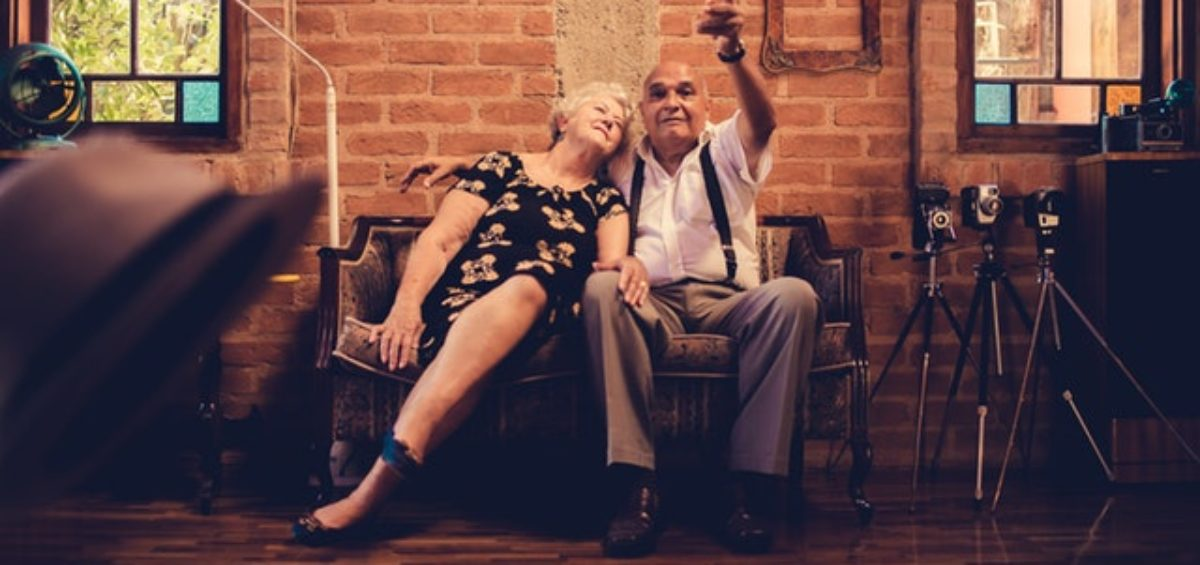 Moving tips for seniors is what brings a smile to the face of this elderly couple