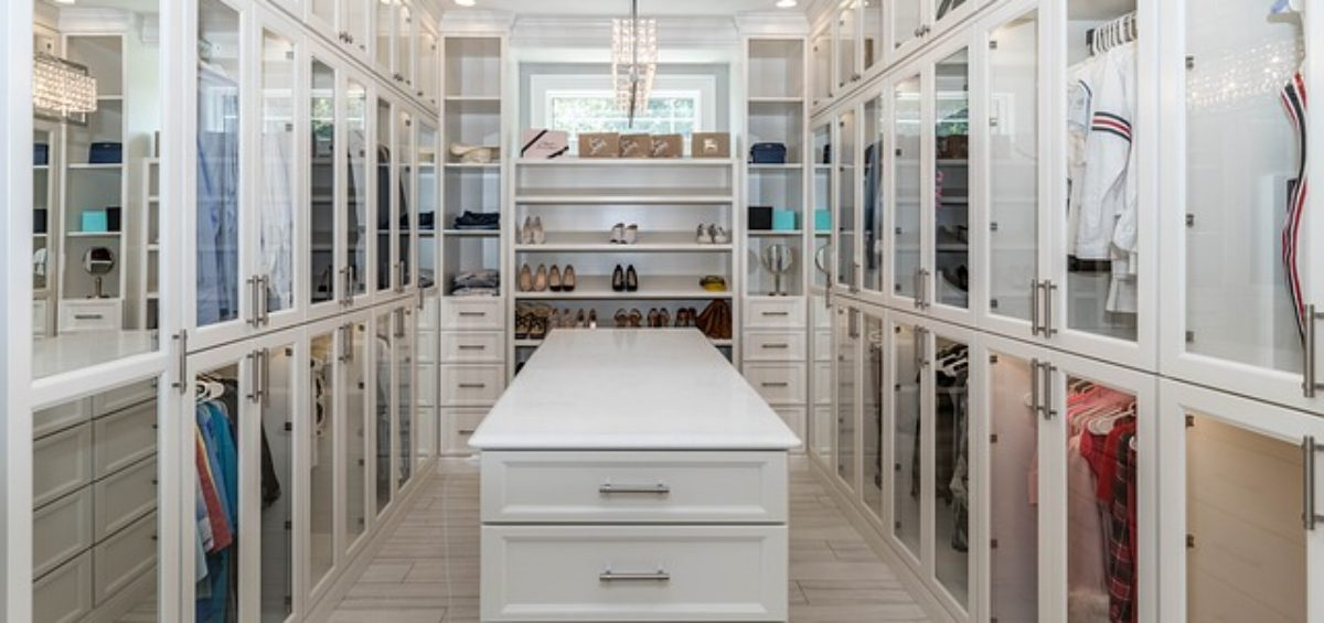 How to organize your closet after relocation